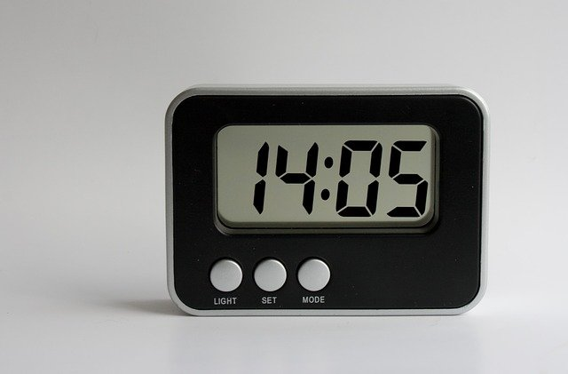 A clock that is on the phone