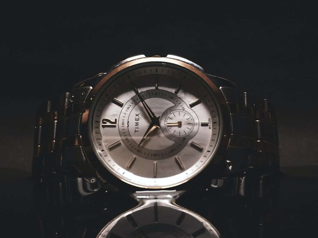A large clock in the middle of a watch